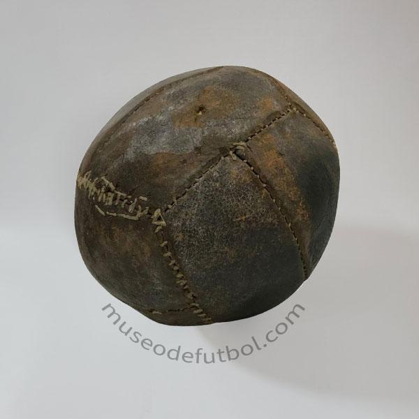 Balon antiguo de fútbol